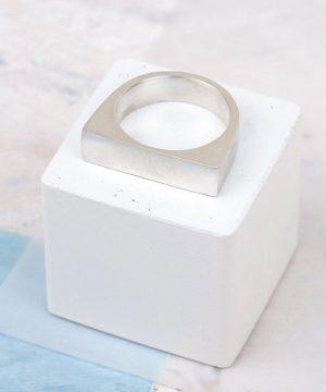 Large Geometric Stacking Ring